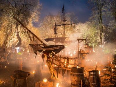Phantastischer Mittelalterlicher Lichter-Weihnachtsmarkt